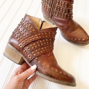 CIRCLE G leather stud western heeled ankle boots 9
